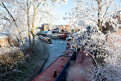 © under license to London News Pictures. 07/12/2010. After a day of freezing fog and a night where temperatures reached -10, this morning (Tues) produced a beautiful frost covered landscape, Pailton, Warwickshire . Picture credit should read Sam Spickett/London News Pictures