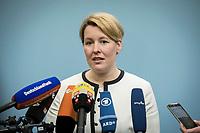 18 FEB 2019, BERLIN/GERMANY:<br /> Franziska Giffey, SPD, Bundesfamilienministerin, waehrend einem Pressestatement zum Thema Unterhaltsvorschuss, Bundesministerium f&uuml;r Familie, Senioren, Frauen und Jugend<br /> IMAGE: 20190218-02-003<br /> KEYWORDS: Mikrofon, microphone, Pressekonferenz