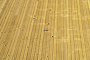 Nederland, Flevoland, Gemeente Dronten, 27-08-2013; velden na het maaien van het graan, ten westen van Biddinghuizen. Strobalen worden verzameld.<br /> Straw bales are being collected after harvesting the grain, in the polder near Biddinghuizen.<br /> luchtfoto (toeslag op standaard tarieven);<br /> aerial photo (additional fee required);<br /> copyright foto/photo Siebe Swart.