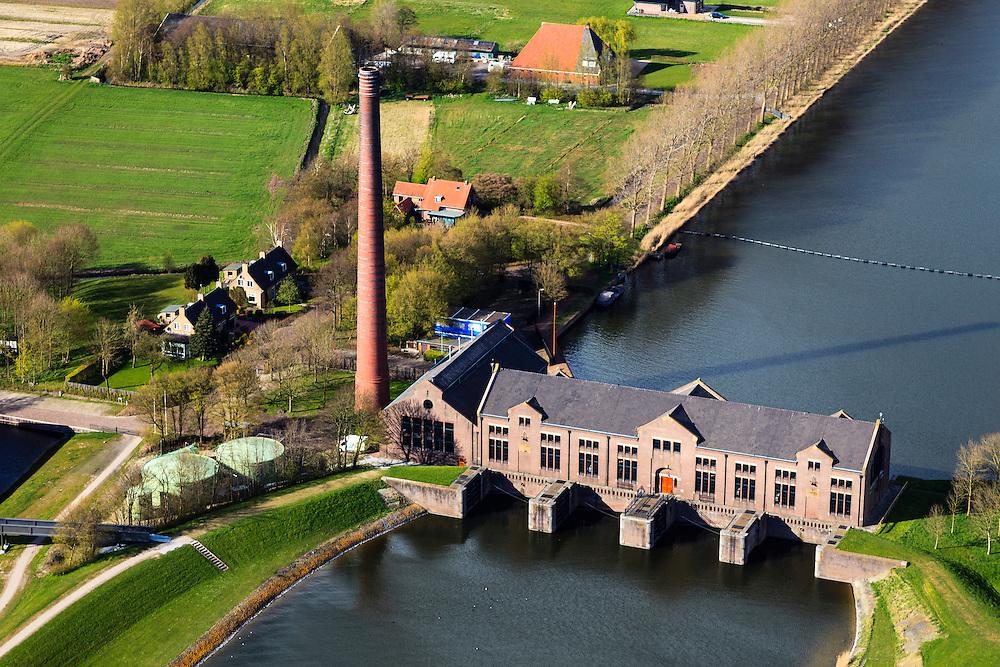 Nederland, Friesland, Gemeente Lemsterland, 16-04-2012; Lemmer, ir. D.F. Woudagemaal. Het stoomgemaal staat op de Unesco Werelderfgoedlijst en is het grootste nog in bedrijf zijnde stoomgemaal ter wereld. Bij extreem hoge waterstand doet het gemaal nog dienst en helpt om de waterstand van het Friese boezem op peil te houden. Sinds 1967 is het gemaal oliegestookt. ..Lemmer, ir D.F. Woudagemaal. The steam pumping station features on the UNESCO World Heritage List and is the largest pumping station still in operation worldwide. At extreme high water, the station is still in service and helps to maintain the proper water level of the Friesian boezemwater. Since 1967, the pumping station is oil fired...luchtfoto (toeslag), aerial photo (additional fee required).foto/photo Siebe Swart