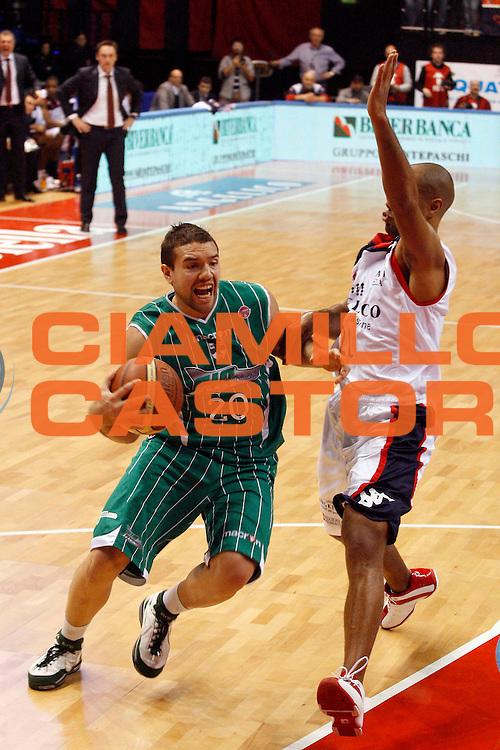 DESCRIZIONE : Biella Lega A 2009-10 Angelico Biella Air Avellino<br /> GIOCATORE : Antonio Porta<br /> SQUADRA : Air Avellino<br /> EVENTO : Campionato Lega A 2009-2010<br /> GARA : Angelico Biella Air Avellino<br /> DATA : 17/01/2010<br /> CATEGORIA : penetrazione <br /> SPORT : Pallacanestro<br /> AUTORE : Agenzia Ciamillo-Castoria/E.Pozzo<br /> Galleria : Lega Basket A 2009-2010<br /> Fotonotizia : Biella Campionato Italiano Lega A 2009-2010 Angelico Biella Air Avellino<br /> Predefinita :