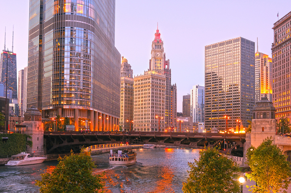 (HDR) Evening light at Chicago River, Chicago, Illinois, USA