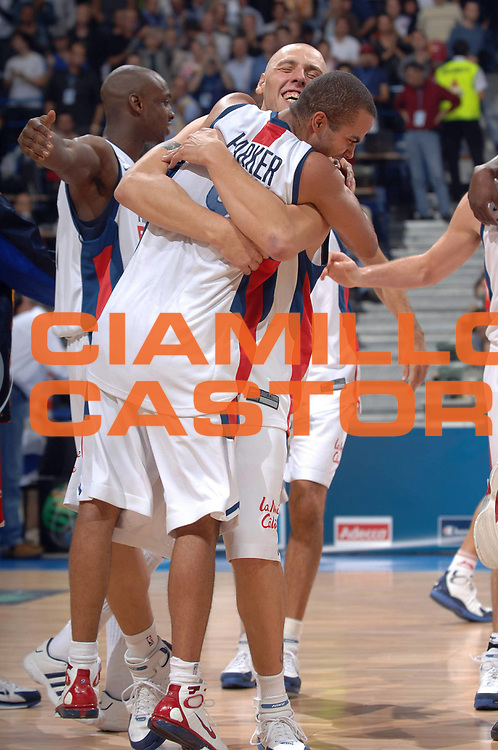 DESCRIZIONE : Belgrado Belgrade Eurobasket Men 2005 Francia Spagna<br /> GIOCATORE : Parker Julien<br /> SQUADRA : Francia France<br /> EVENTO : Eurobasket Men 2005 Campionati Europei Uomini 2005<br /> GARA : Francia Spagna France Spain<br /> DATA : 25/09/2005<br /> CATEGORIA :<br /> SPORT : Pallacanestro<br /> AUTORE : Ciamillo&amp;Castoria/Fiba Europe Pool