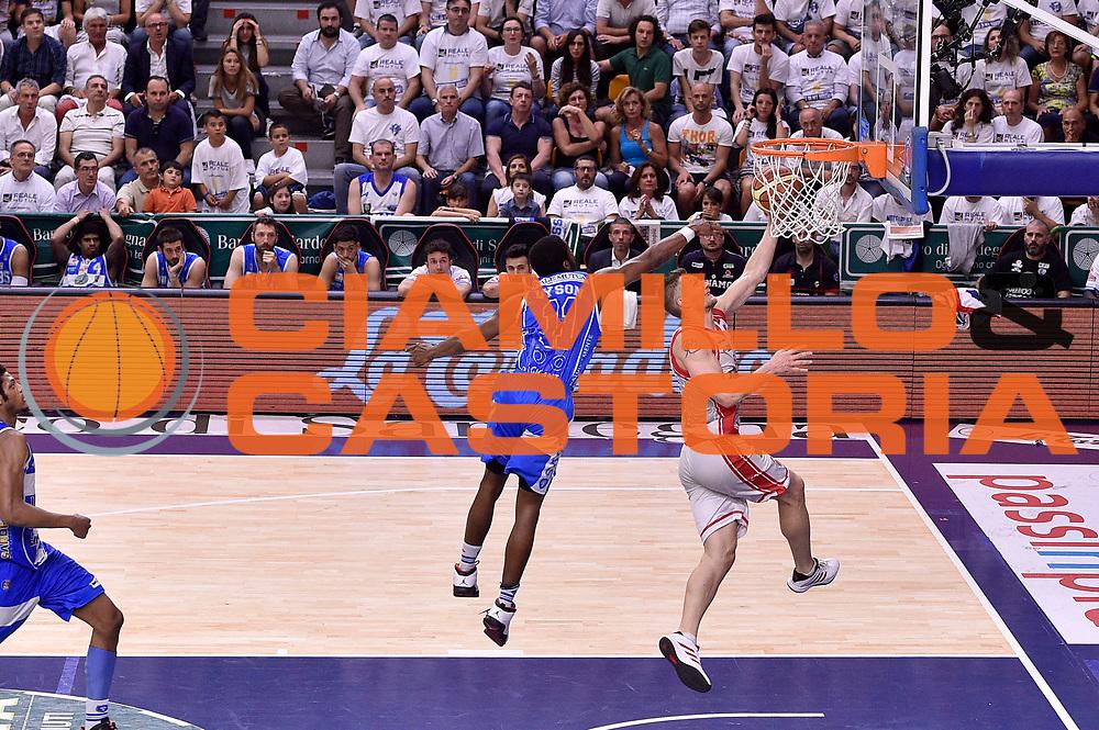 DESCRIZIONE : Sassari Lega A 2014-2015 Banco di Sardegna Sassari Grissinbon Reggio Emilia Finale Playoff Gara 6 <br /> GIOCATORE : Rimantas Kaukenas<br /> CATEGORIA : tiro sottomano sequenza<br /> SQUADRA : Grissin Bon Reggio Emilia<br /> EVENTO : Campionato Lega A 2014-2015<br /> GARA : Banco di Sardegna Sassari Grissinbon Reggio Emilia Finale Playoff Gara 6 <br /> DATA : 24/06/2015<br /> SPORT : Pallacanestro<br /> AUTORE : Agenzia Ciamillo-Castoria/GiulioCiamillo<br /> GALLERIA : Lega Basket A 2014-2015<br /> FOTONOTIZIA : Sassari Lega A 2014-2015 Banco di Sardegna Sassari Grissinbon Reggio Emilia Finale Playoff Gara 6<br /> PREDEFINITA :