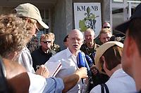 11 AUG 2003, KABUL/AFGANISTAN:<br /> Peter Struck, SPD, Bundesverteidigungsminister, gibt mitreisenden Journalisten ein kurzes Statement, waehrend seinem Besuch des deutschen Kontingents der International Security Assistance Force, ISAF, Camp Warehouse, Lager der ISAF Truppen in der Naehe von Kabul<br /> IMAGE: 20030811-01-094<br /> KEYWORDS: Bundeswehr, Streitkraefte, Streitkräfte,   Journalist