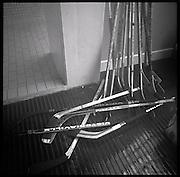 The Russian Years: les années glorieureuses du HC Fribourg Gottéron. Le HC FRibourg Gpttéron, un petit club régional de hockey sur glace, vecut plusieures saisons speactaculaires avec l'arrivée de Slava Bykov et Andrei Chomutov, les meilleures joueurs de hockey du monde russes.- et les premiers à pouvoir quitter l'union soviétique pour évoluer à l'étranger. Trois fois champions du monde avec l'équipe nationale soviétique et le club de Spartak Moscow, leur arrivée en Suisse présagait la chute du rideau de fer.  © Romano P. Riedo