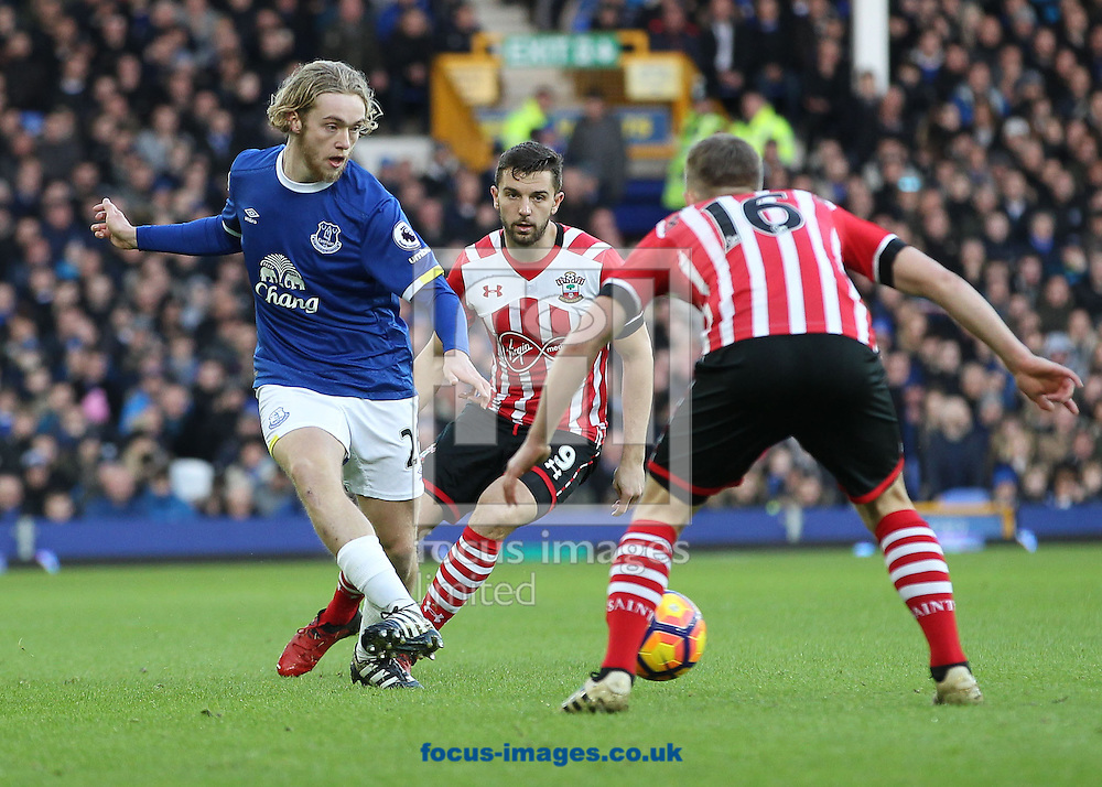 Tom Davies of Everton in action against Southampton during the Premier League match at Goodison Park, Liverpool.<br /> Picture by Michael Sedgwick/Focus Images Ltd +44 7900 363072<br /> 02/01/2017