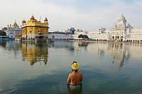 Inde, état du Pendjab, Amritsar, Harmandir Sâhib (Temple d'Or), centre spirituel et culturel de la communauté sikh // India, Penjab, Amritsar, Harmandir Sahib (Golden Temple), spiritual and cultural centre of the Sikh Religion