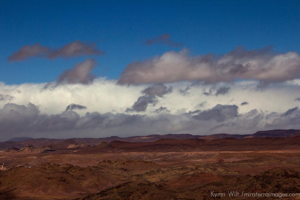 Africa, Morocco, Skoura. Sahara sandstorm moves across the desert landscape.