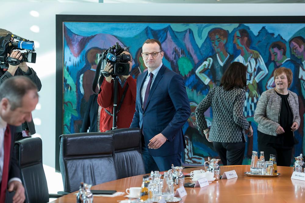 31 OCT 2018, BERLIN/GERMANY:<br /> Jens Spahn, CDU, Bundesgesundheitsminister, auf dem Weg zu seinem Platz, vor Beginn der Kabinettsitzung, Bundeskanzleramt<br /> IMAGE: 20181031-01-004<br /> KEYWORDS: Kabinett, Sitzung
