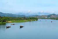 Vietnam. Hué. Rivière des parfums. // Vietnam. Hué. Perfume river.