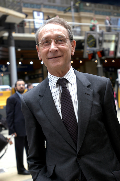 Bertrand Delanoë, mayor of Paris, at the Gare du Nord on his way to meet with Martine Aubry and other members of the Socialist Party from northern France. .Paris, France. 19/20/2008.Photo © J.B. Russell