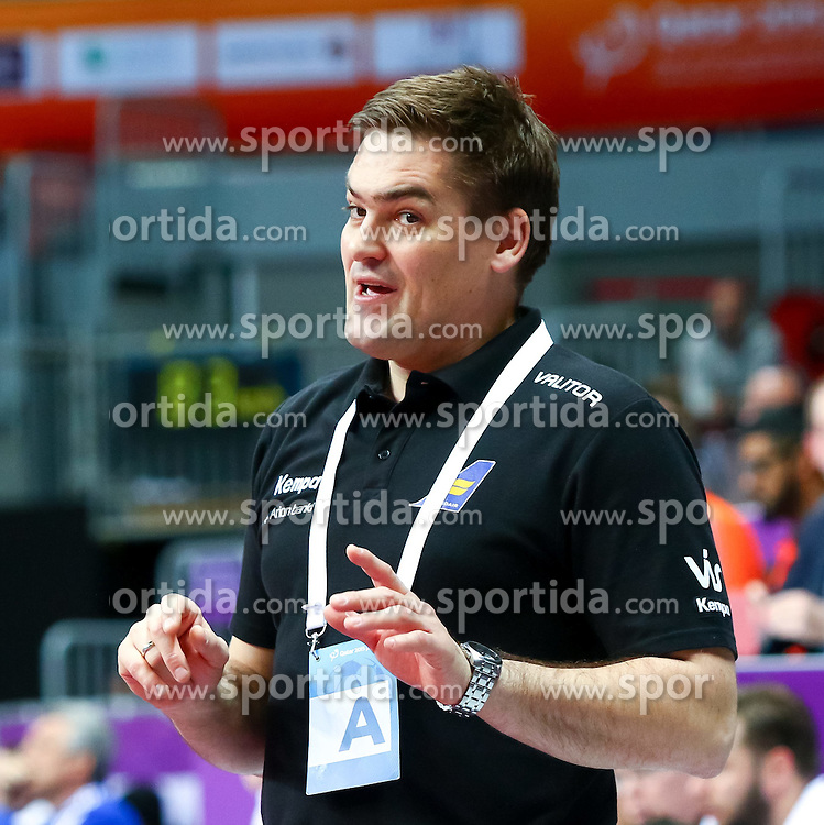 20.01.2015, Duhail Handball Sports Hall, Doha, QAT, IHF, Handball Weltmeisterschaft der Herren, Gruppe C, Frankreich vs Island, im Bild Aron Kristjansson (Trainer ISL) // during the IHF Handball World Championship group C match between France and Iceland at the Duhail Handball Sports Hall, Doha, Qatar on 2015/01/20. EXPA Pictures © 2015, PhotoCredit: EXPA/ Sebastian Pucher