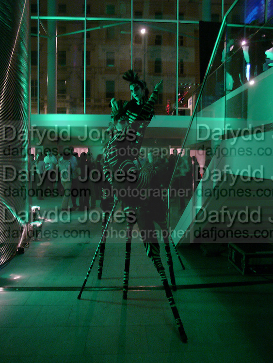 Opening night of Dralion. Cirque de Soleil's 20th anniversary. Royal Albert Hall. 6 jan 2005. ONE TIME USE ONLY - DO NOT ARCHIVE  © Copyright Photograph by Dafydd Jones 66 Stockwell Park Rd. London SW9 0DA Tel 020 7733 0108 www.dafjones.com
