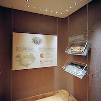 The National Museum of Iceland, Interior. The National Museum displays objects that provide insight into Icelandic cultural history - displays that encourage visitors to dwell on the past, present and future. The museum aims to nurture knowlede and innovation while maintaining a wide perspective and sense of communuty. Þjóðminjasafn Íslands. Meginhluti safnhússins hýsir nýja grunnsýningu Þjóðminjasafnsins sem gera grein fyrir menningarsögu þjóðarinnar frá landnámi til vorra daga og þar eru sýndir allir merkustu gripir safnsins. Þar eru einnig tveir stórir sérsýningasalir, nokkur minni sérsýningarými, fyrirlestrasalur, kennslustofa, kaffistofa og safnbúð.<br />