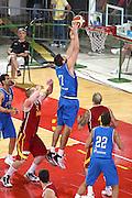 DESCRIZIONE : Firenze I&deg; Torneo Nelson Mandela Forum Italia Macedonia<br /> GIOCATORE : Andrea Bargnani<br /> SQUADRA : Nazionale Italiana Uomini <br /> EVENTO : I&deg; Torneo Nelson Mandela Forum Italia Macedonia<br /> GARA : Italia Macedonia<br /> DATA : 16/07/2010 <br /> CATEGORIA : tiro  penetrazione<br /> SPORT : Pallacanestro <br /> AUTORE : Agenzia Ciamillo-Castoria/GiulioCiamillo<br /> Galleria : Fip Nazionali 2010