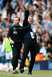 01.05.2010, City of Manchester Stadium, Manchester, ENG, PL, Manchester City vs Aston Villa im Bild Manchester City Manager, Roberto Mancini celebrates as the 3rd goal goes in as Aston Villa Manager, Martin O'Neill looks on, EXPA Pictures © 2010, PhotoCredit EXPA/ Marc Atkins / SPORTIDA PHOTO AGENCY