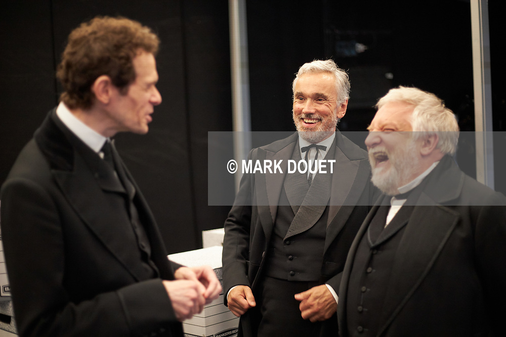 A co-production by the National Theatre and Neal Street Productions. Director Sam Mendes