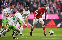 Fussball  1. Bundesliga  Saison 2016/2017  14. Spieltag  FC Bayern Muenchen - VfL Wolfsburg    10.12.2016 Robert Lewandowski (re, FC Bayern Muenchen) gegen Daniel Caligiuri (re, VfL Wolfsburg), Jakub Blaszczykowski (2.v.li, VfL Wolfsburg) und Robin Knoche (li, VfL Wolfsburg)