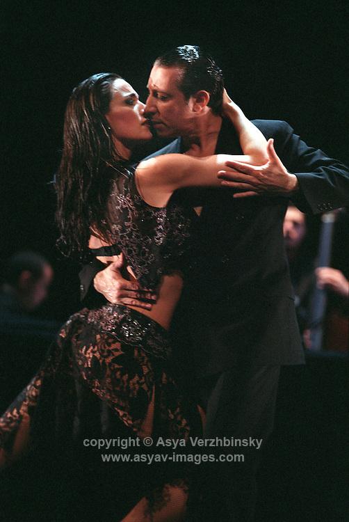 Tango Por Dos in their London premiere of Una Leyenda.
