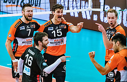 17.04.2019, Olympiahalle Innsbruck, Innsbruck, AUT, VBL, Deutsche Volleyball Bundesliga, HYPO Tirol Alpenvolleys Haching vs Berlin Recycling Volleys, Halbfinale, 3. Spiel, im Bild Jubel Berlin v.l.: Georg Klein (Berlin), Nicolas Rossard (Berlin), Kyle Russell (Berlin), Sebastian Kuehner (Berlin), Samuele Tuia (Berlin) // during the German Volleyball Bundesliga (VBL) 3rd semifinal match between HYPO Tirol Alpenvolleys Haching and Berlin Recycling Volleys at the Olympiahalle Innsbruck in Innsbruck, Austria on 2019/04/17. EXPA Pictures © 2019, PhotoCredit: EXPA/ JFK