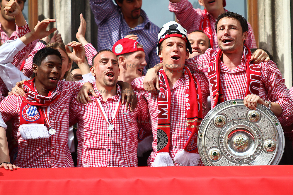 09-05-2010 VOETBAL: KAMPIOENSFEEST BAYERN MUNCHEN MARIENPLATZ - VFL BOCHUM: MUNCHEN<br /> Bayern Muchen viert op het Marienplatz het kampioensfeest / Mark van Bommel, Arjen Robben, David Alaba en Franck Ribery<br /> &copy;2010- FRH nph / Straubmeier