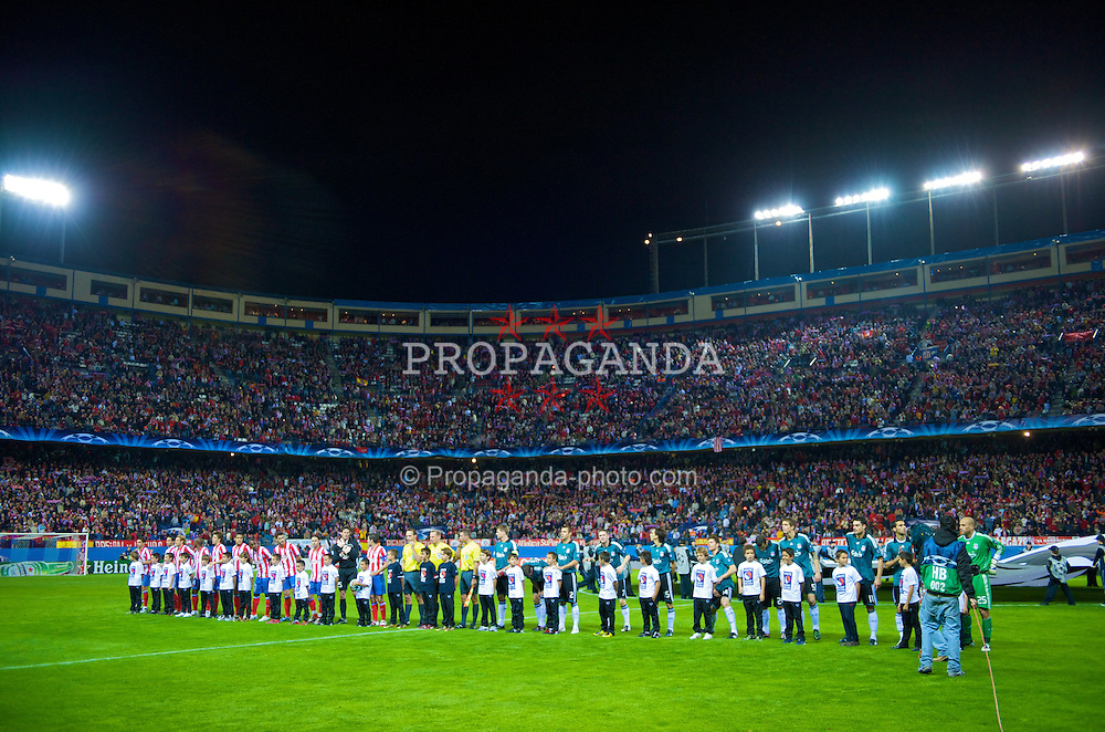 MADRID, SPAIN - Wednesday, October 22, 2008: Liverpool and Club Atletico de Madrid's players line-up during the UEFA Champions League Group D match at the Vicente Calderon. (Photo by David Rawcliffe/Propaganda)