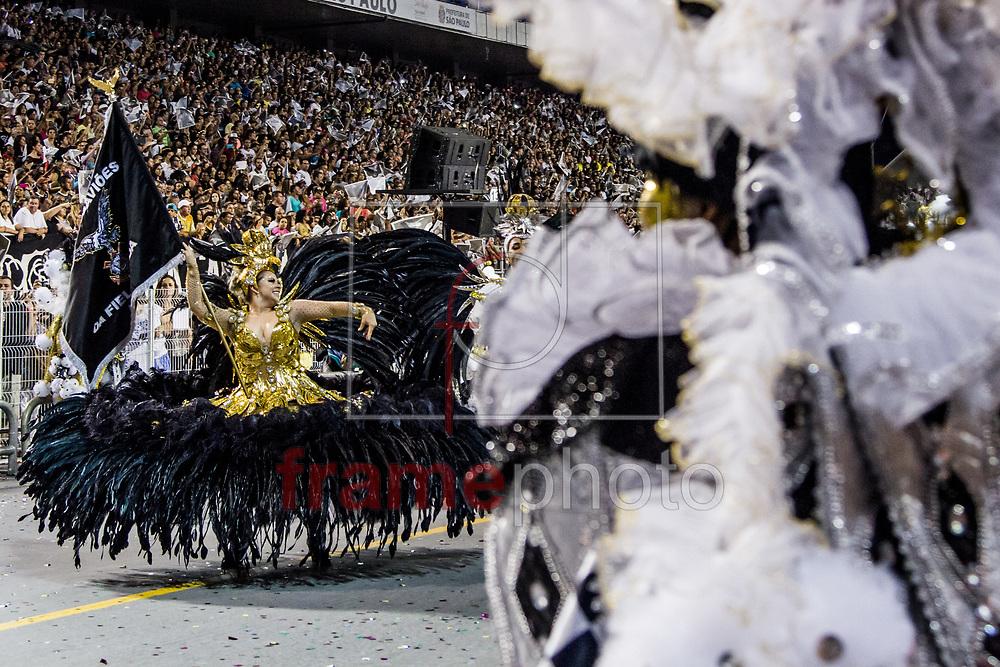São Paulo, SP – 14/02/2015 – Desfile do Grêmio Gaviões da Fiel Torcida, com o enredo No Jogo Enigmático das Cartas, Desvendem os Mistérios e Façam suas Apostas, pois a Sorte Está Lançada, segunda escola do segundo dia do Grupo Especial do Carnaval 2015, no Sambódromo do Anhembi, na noite de hoje (14/02). Foto: CARLA CARNIEL/FRAME