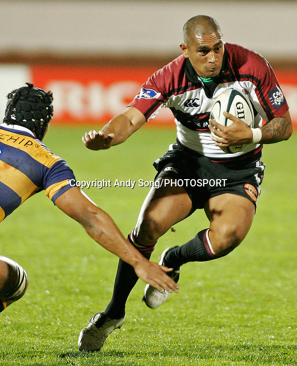 Harbour halfback Junior Poleleuligaga fends off Bay of Plenty's Tanerau Latimer during the Air New Zealand Cup week 3 rugby union match between Bay of Plenty and North Harbour at Blue Chip Stadium in Mt Maunganui, New Zealand on Saturday 12 August 2006. Photo: Andy Song/PHOTOSPORT