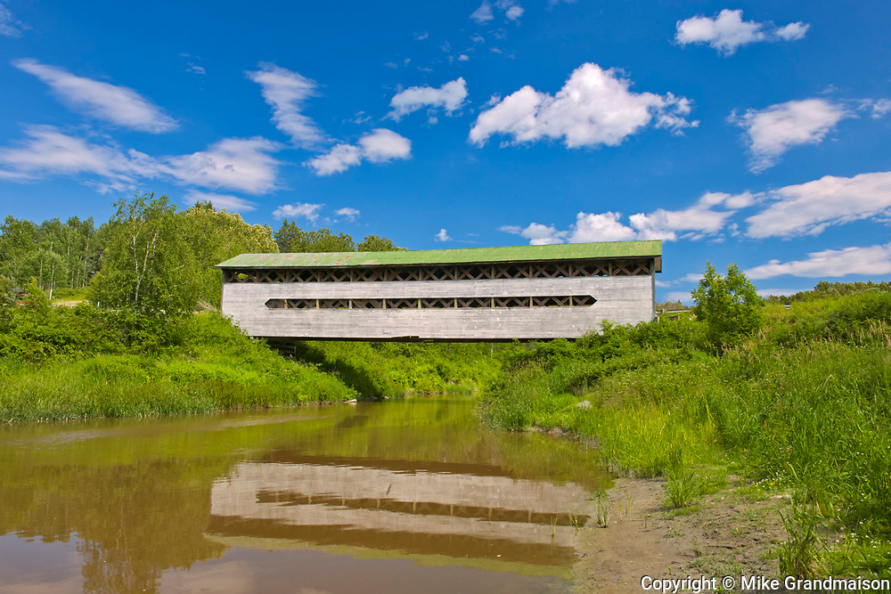 Pont Dénommée (covered bridge) on la Rivière à la Loutre<br />
