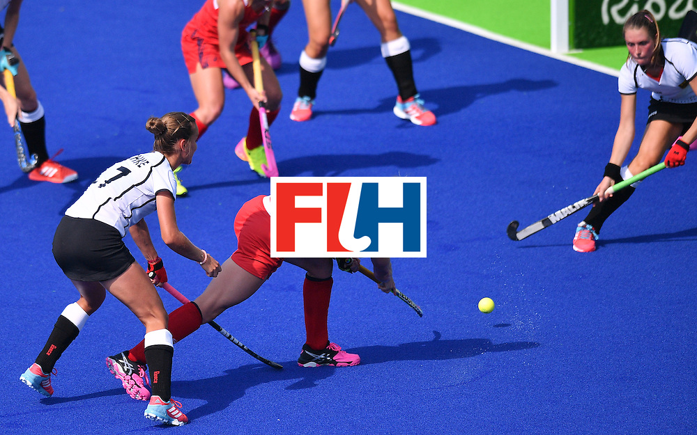 The USA's Katelyn Falgowski socres a goal during the women's quarterfinal field hockey USA vs Germany match of the Rio 2016 Olympics Games at the Olympic Hockey Centre in Rio de Janeiro on August 15, 2016. / AFP / Carl DE SOUZA        (Photo credit should read CARL DE SOUZA/AFP/Getty Images)
