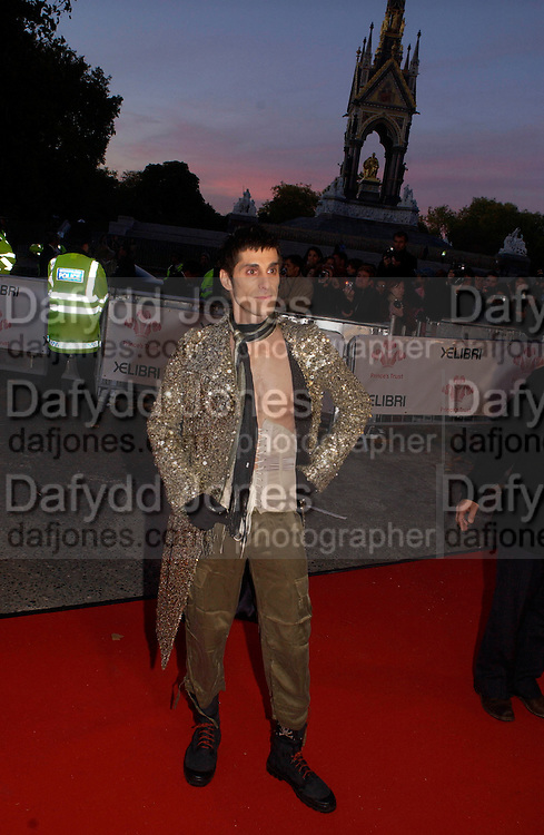 Perry Farrell, members of Jane's Addiction, Fashion Rocks in aid of the Princes trust, royal albert Hall, 15  october 2003.   © Copyright Photograph by Dafydd Jones 66 Stockwell Park Rd. London SW9 0DA Tel 020 7733 0108 www.dafjones.com