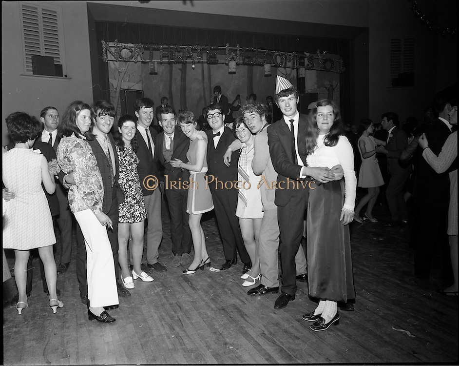 20/04/1970<br /> 04/20/1970<br /> 20 April 1970<br /> Tynagh Mines Dinner Dance at Loughrea, Co. Galway. Some of the revellers pose for the camera.