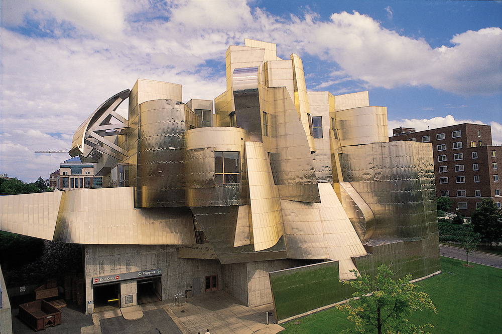 Minnesota. University of Minnesota, Frederick R. Weisman Art Museum in Minneapolis, designed by Frank O. Gehry in 1993