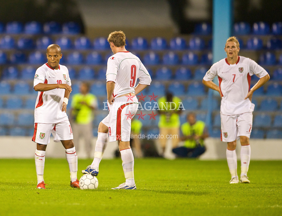 PODGORICA, MONTENEGRO - Wednesday, August 12, 2009: Wales' Robert Earnshaw looks dejected after Montenegro score the second goal during an international friendly match at the Gradski Stadion. (Photo by David Rawcliffe/Propaganda)