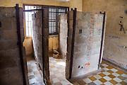 Cellen van de gevangenen. De Tuol Sleng gevangenis, ook bekend als S-21, waar Pol Pot zijn tegenstanders martelde is nu een museum.<br /> <br /> Cells for the prisoners. The former Tuol Sleng prison, also known as S-21, where dictator Pol Pot tortured his opponents is nowadays a museum.