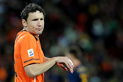 11.07.2010, Soccer-City-Stadion, Johannesburg, RSA, FIFA WM 2010, Finale, Niederlande (NED) vs Spanien (ESP) im Bild Mark Van Bommel (Olanda), EXPA Pictures © 2010, PhotoCredit: EXPA/ InsideFoto/ Perottino *** ATTENTION *** FOR AUSTRIA AND SLOVENIA USE ONLY! / SPORTIDA PHOTO AGENCY