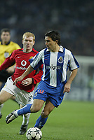 PORTO-25 FEVEREIRO:DECO #10 and PAUL SHOLES #18 Jogo F.C. Porto vs Manchester United F.C. primeira mao dos oitavos de final da Liga dos campeoes realizado no estadio do Dragao 25/02/2004.<br />