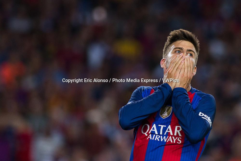 Gerard Piqué laments during the La Liga match between Barcelona and Atletico Madrid at Camp Nou, Barcelona, Spain on 21 September 2016.