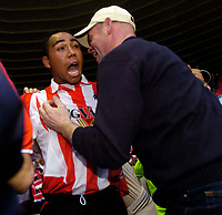 Photo. Jed Wee, Digitalsport<br /> NORWAY ONLY<br /> <br /> Sunderland v Crystal Palace, Nationwide League Division One Playoff Semi-finals Second Leg, 16/05/2004.<br /> Sunderland's Jeff Whitley (L) shares his joy with a fan.