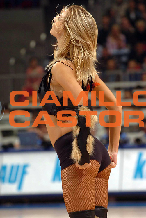 DESCRIZIONE : Belgrado Belgrade Eurobasket Men 2005 Germania Spagna<br /> GIOCATORE : Cheerleaders<br /> SQUADRA : Red Foxes<br /> EVENTO : Eurobasket Men 2005 Campionati Europei Uomini 2005<br /> GARA : Germania Spagna Germany Spain<br /> DATA : 24/09/2005<br /> CATEGORIA :<br /> SPORT : Pallacanestro<br /> AUTORE : Ciamillo&amp;Castoria/Fiba Europe Pool