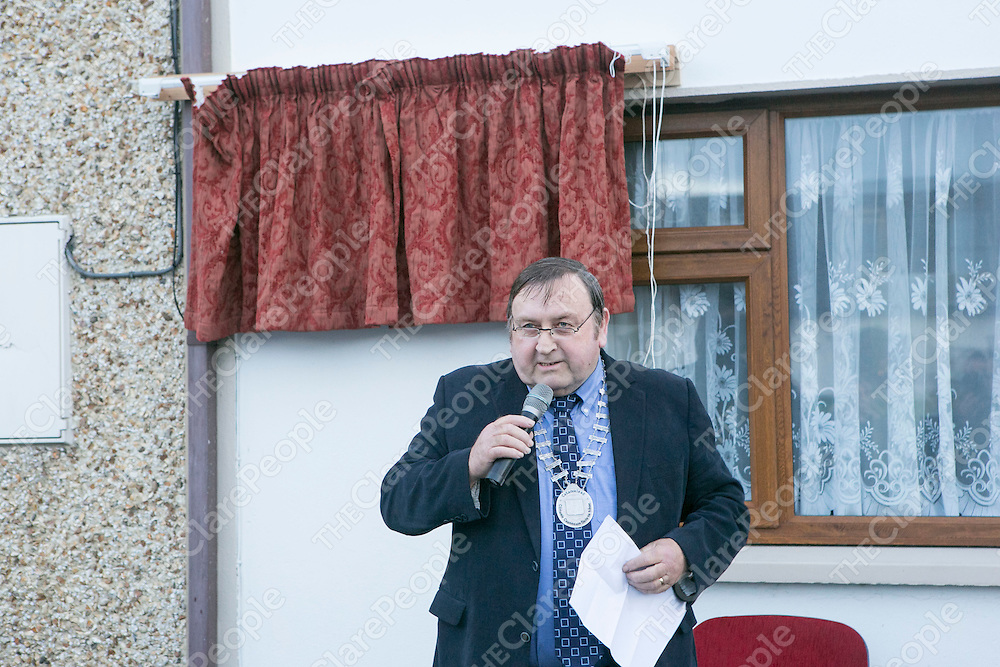 Deputy Mayor of Ennis Cllr Frankie Neylon speaking at the Unveiling of a Plaque where the old Ennis Graveyard used to be in Ennis.<br /> Pictured Credit Brian Gavin Press 22