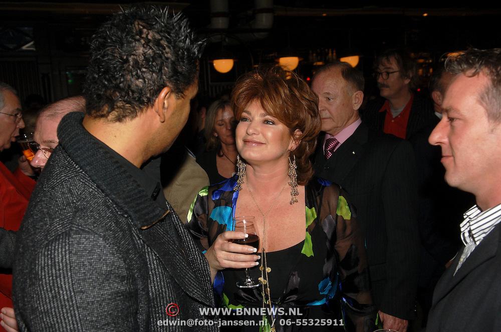 NLD/Amsterdam/20060211 - Premiere Andre van Duin show 2006, Ruud Gullit en Yvonne Brandsteder - Baggen