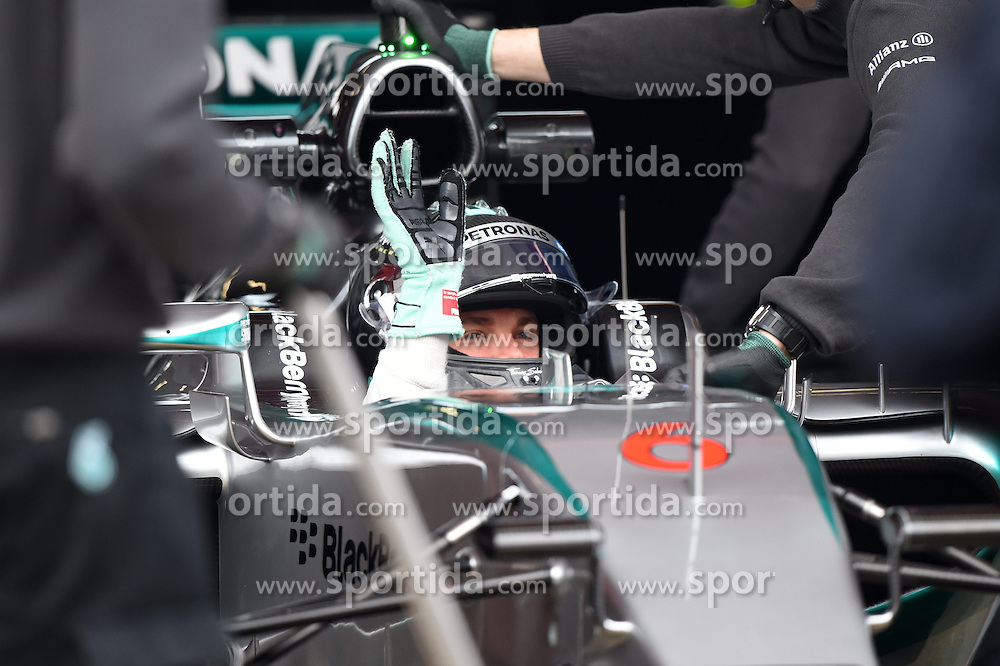 27.02.2015, Circuit de Catalunya, Barcelona, ESP, FIA, Formel 1, Testfahrten, Barcelona, Tag 2, im Bild Nico Rosberg (GER) Mercedes AMG F1 W06 waves tothe fans // during the Formula One Testdrives, day two at the Circuit de Catalunya in Barcelona, Spain on 2015/02/27. EXPA Pictures &copy; 2015, PhotoCredit: EXPA/ Sutton Images/ Mark Images<br /> <br /> *****ATTENTION - for AUT, SLO, CRO, SRB, BIH, MAZ only*****