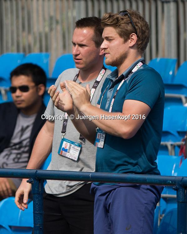 Team Goerges, L-R. Trainer Matthias Mischka und Physio Florian Zitzelsberger<br /> <br /> Tennis - Dubai Tennis Championships 2016 -  WTA -  Dubai Duty Free Tennis Stadium - Dubai  -  - United Arab Emirates  - 17 February 2016.