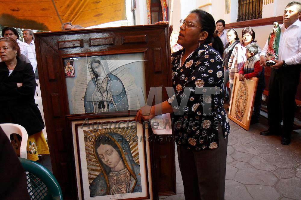 METEPEC, México.- Fieles católicos acudieron con sus imágenes de la Virgen de Guadalupe a diversas iglesias de la entidad mexiquense para celebrar el 480 aniversario de las apariciones de la virgen Morena en el Cerro del Tepeyac. Agencia MVT / Crisanta Espinosa. (DIGITAL)