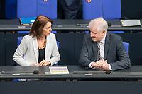 21 MAR 2019, BERLIN/GERMANY:<br /> Katharina Barley (L), SPD, Bundesjustizministerin, und Horst Seehofer (R), CSU, Bundesinnenminister, im Gespraech, vor Beginn der Bundestagsdebatte zur Regierungserklaerung der Bundeskanzlerin zum Europaeischen Rat, Plenum, Deutscher Bundestag<br /> IMAGE: 20190321-01-003<br /> KEYWORDS: Gespräch