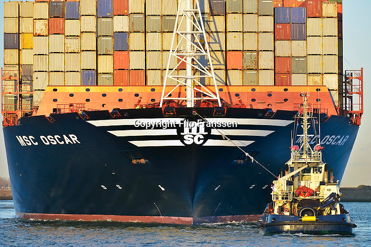 Nederland, Rotterdam, 3-3-2016Grootste containerschip ter wereld, de MV Oscar van MSC in de haven van Rotterdam. Lengte van 396 meter, breedte van 59 meter, diepgang van 16 meter en een capaciteit van 19.224 zeecontainers. The largest, biggest, containervessel, containership, the MSC Oscar, in the port of Rotterdam, the Netherlands.Foto: Flip Franssen