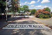 Nederland, Nijmegen, 31-7-2006..Schoolzone, waarschuwingssignaal op de weg voor automobilisten dat er scholen in de buurt zijn.Start nieuw schooljaar...Foto: Flip Franssen/Hollandse Hoogte