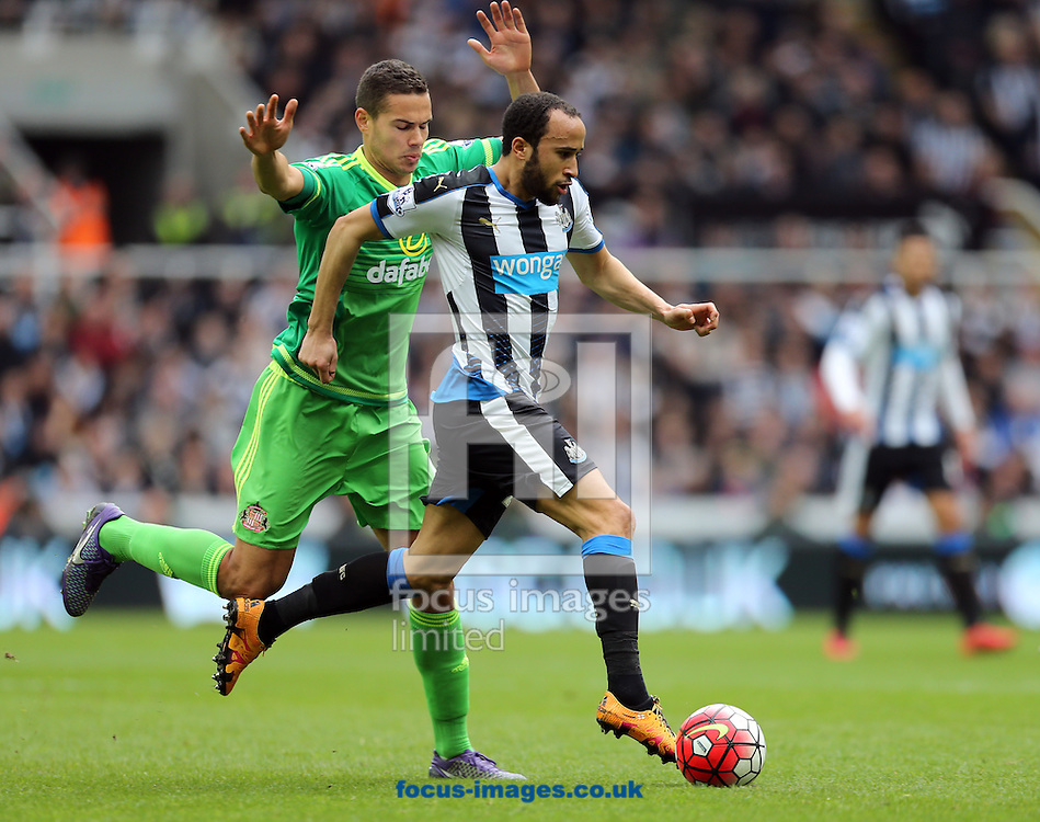 Andros Townsend (r) of Newcastle United and Jack Rodwell of Sunderland during the Barclays Premier League match at St. James's Park, Newcastle<br /> Picture by Simon Moore/Focus Images Ltd 07807 671782<br /> 20/03/2016